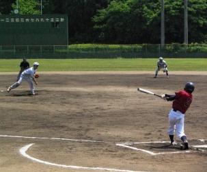 対出雲市職戦で好投する松川投手(13)