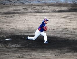 力投するエース山陸投手(18)