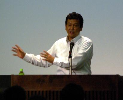 基調講演をおこなう松原徹事務局長(日本プロ野球選手会)
