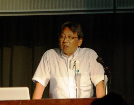 研究報告を行う川井所長(まつえ地域政策研究センター)