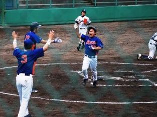 ランニング本塁打でチームを勢いづけた安達選手
